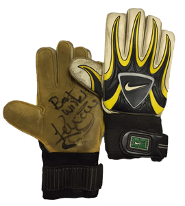 Kevin Carr's Newcastle United Match-Worn Keepers Gloves (Signed)