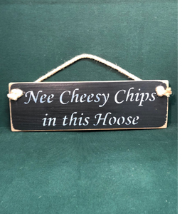 Nee Cheesy Chips In This Hoose (Wooden Sign)